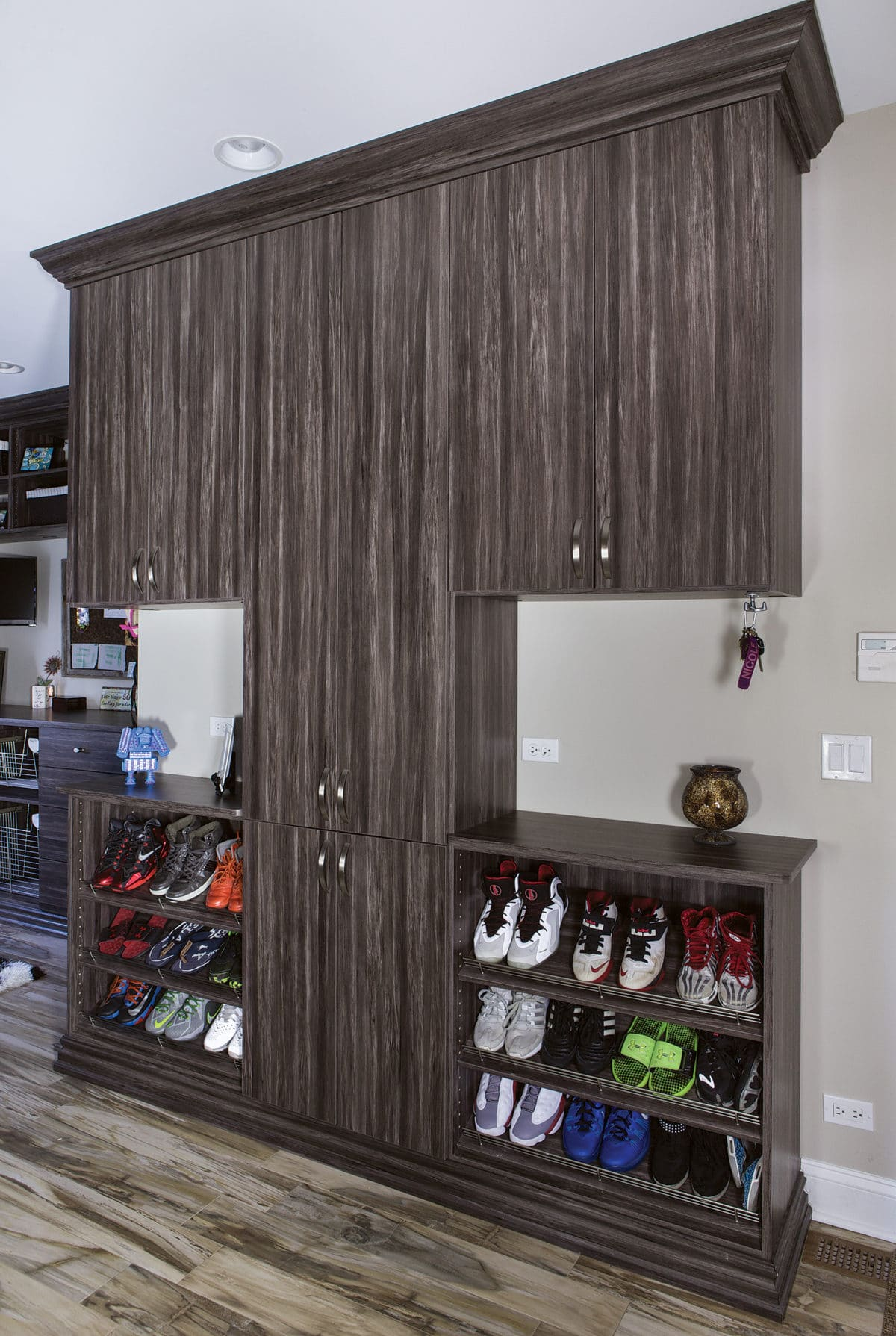 MUDROOM MERAPI LAMINATE CONTEMPO FRONTS AND SLANTED SHOE SHELVES