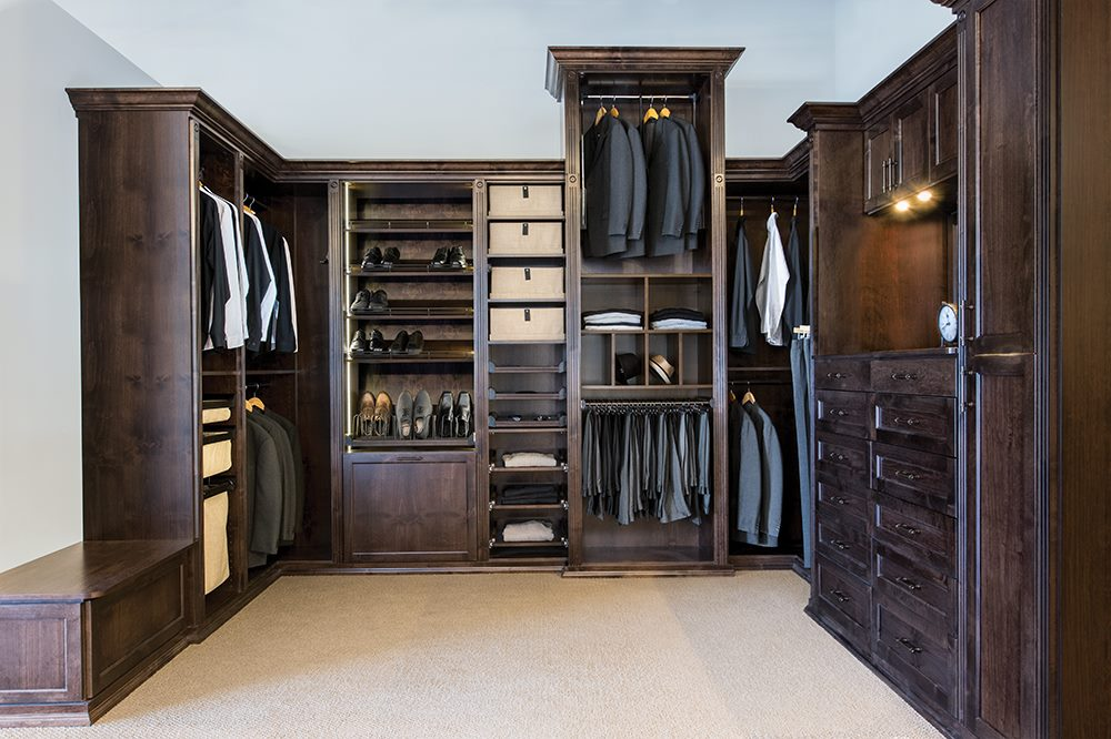 CUSTOM LUXURY CLOSET SYSTEM IN SOLID WOOD