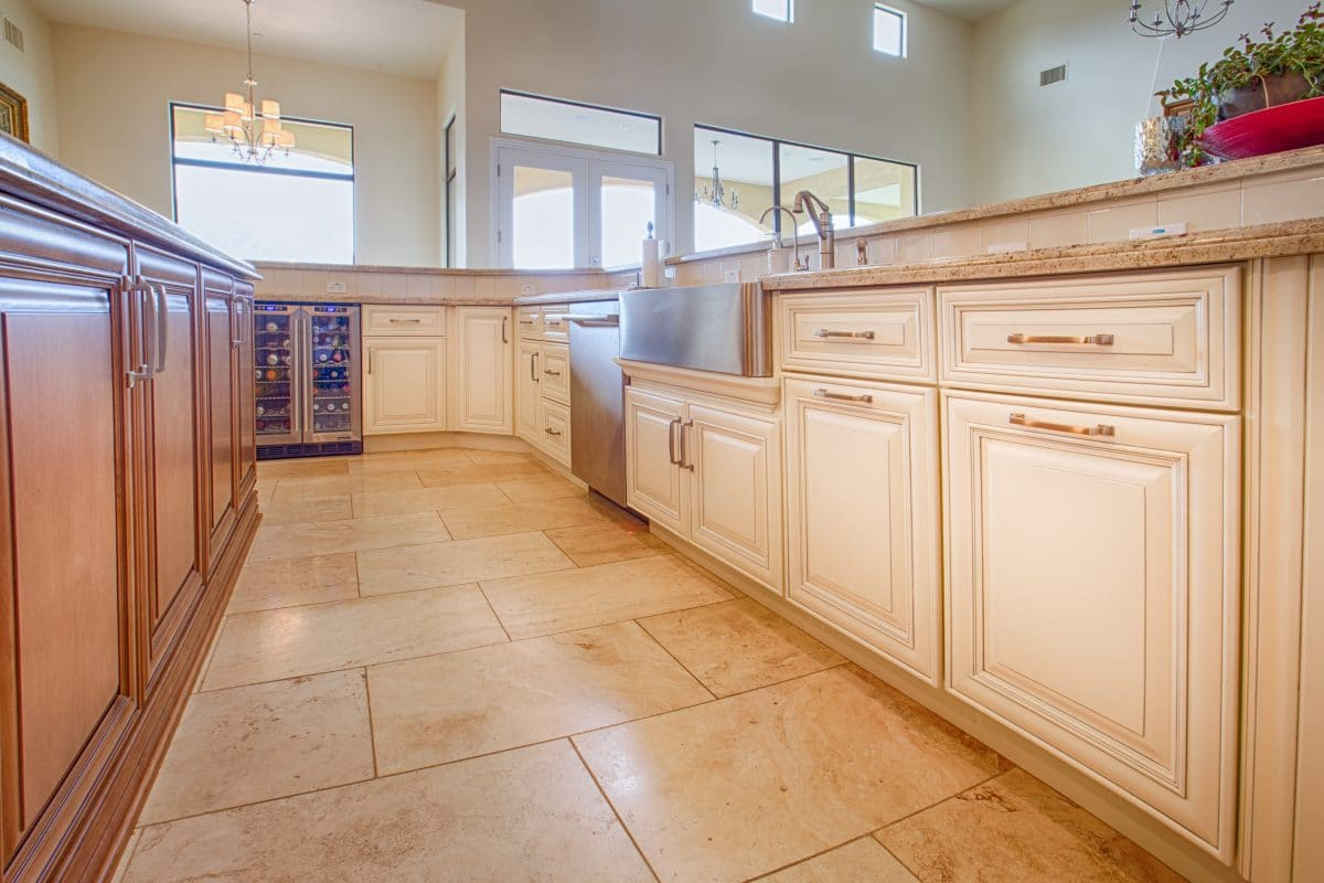 Ivory kitchen cabinets trendy color appliances for ivory for Ivory kitchen ideas